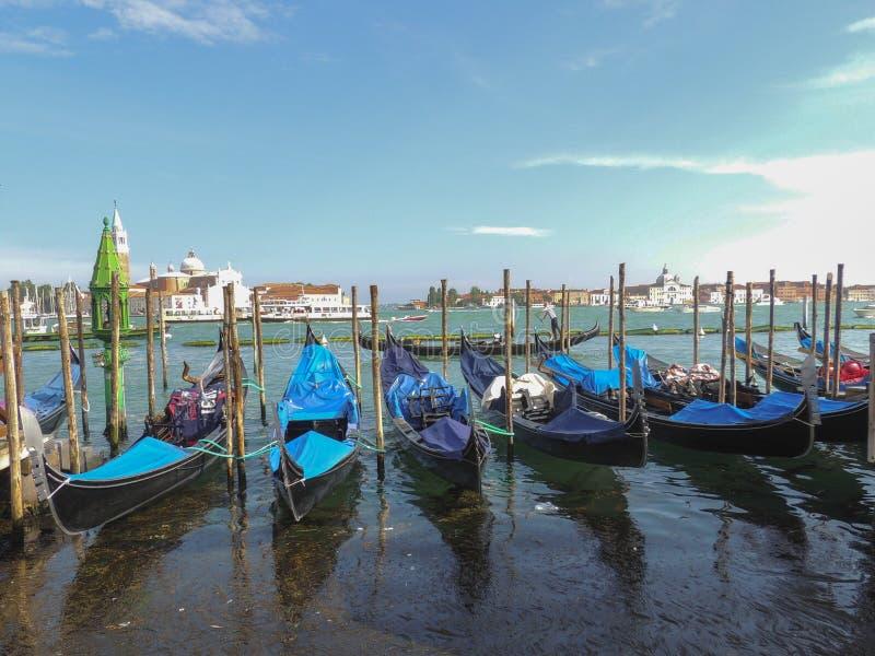 Sts Mark fyrkantig siktsGrand Canal Venedig sommar Italien arkivbild