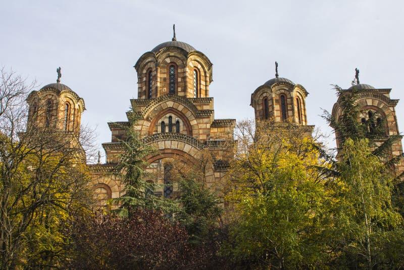 Sts Mark kyrka eller kyrkan av St Mark i parkerar i Belgrade, Serbien, nära parlamentet av Serbien royaltyfria bilder