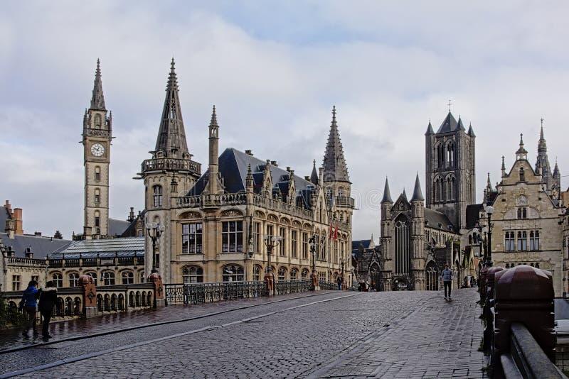 Sts Michael bro med domkyrkan och klockstapeln, Ghent royaltyfri fotografi