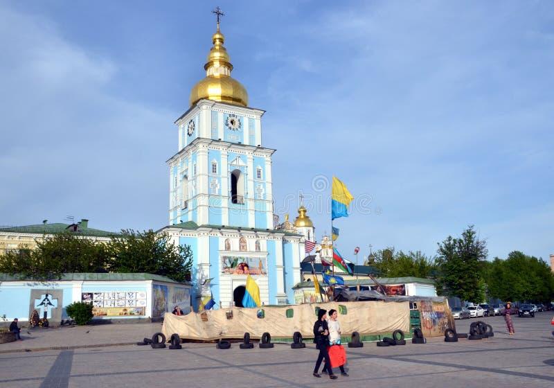 Sts Michael Guld--kupolformiga kloster, Kiev, Ukraina royaltyfri fotografi
