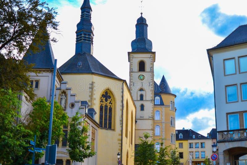 Sts Michael Saint-Michel för glise för ‰ för kyrka à i gammal stad av den Luxembourg staden, Luxembourg, Europa royaltyfri foto