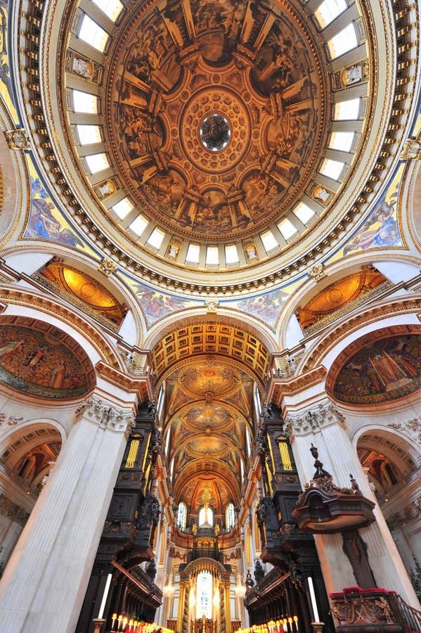 Sts Paul domkyrka - under kupolen fotografering för bildbyråer