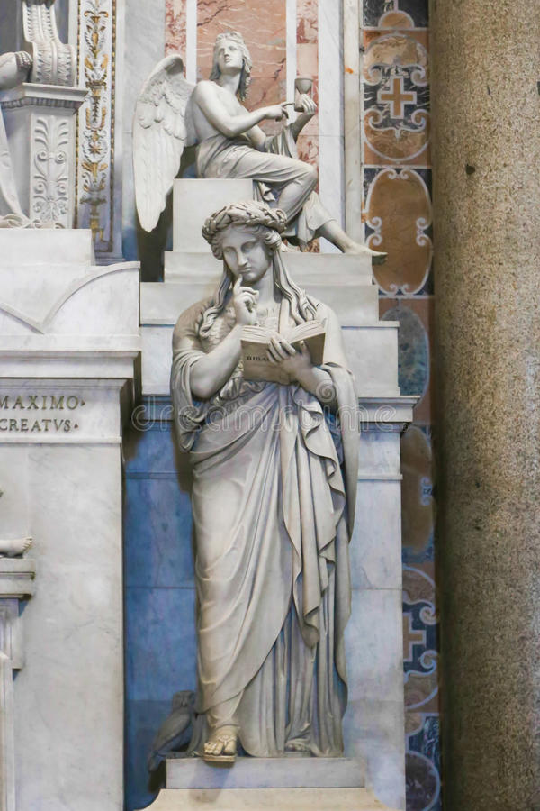 Sts Peter basilikaskulptur, Vaticanen, Italien royaltyfri foto