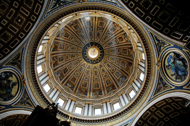 Sts Peter centralkupol, Rome arkivfoto