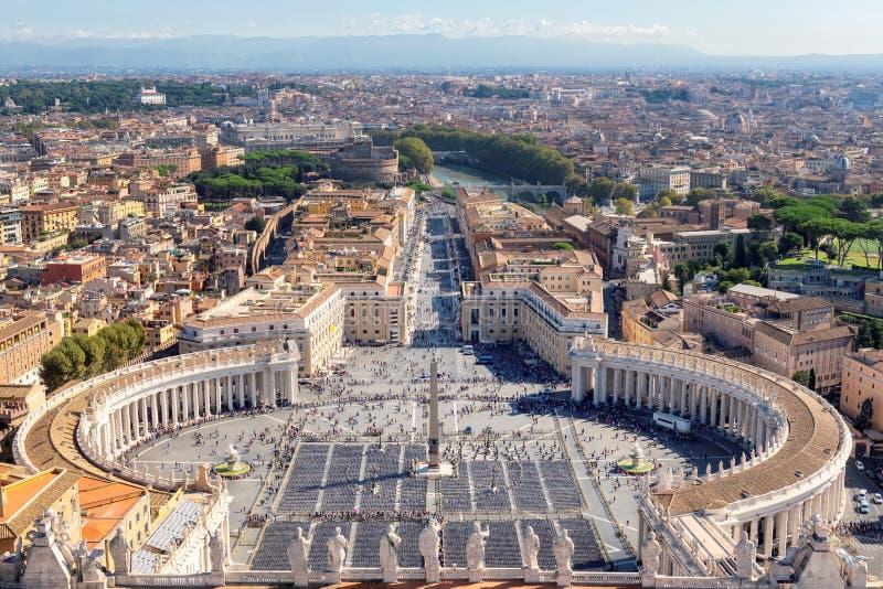 Sts Peter fyrkant i Vaticanen, Rome, Italien royaltyfri foto