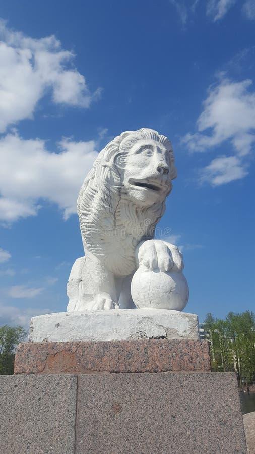 Sts Petersburg lejon Skulptur av lejon royaltyfri foto