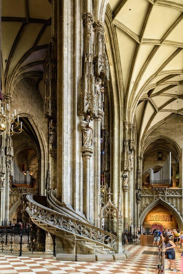 Sts Stephen domkyrka (Stephansdom) i Wien royaltyfria bilder