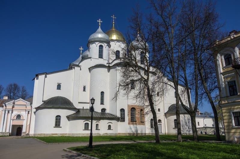 StSophia katedra w Novgorod Kremlin przy wiosna słonecznym dniem veliky przypuszczenia novgorod aukcyjny kościelny obraz royalty free