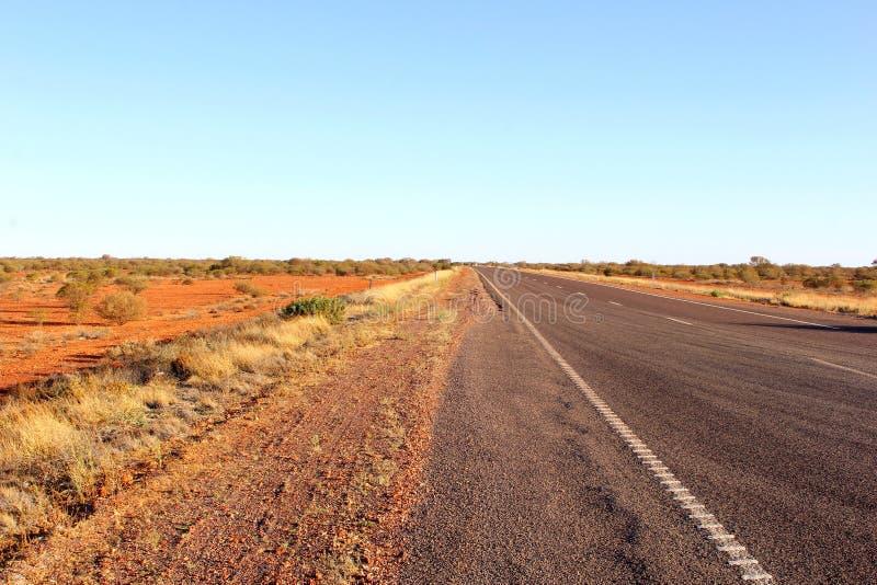 Stuart autostrada w pustynnym kraju, Australia obrazy stock