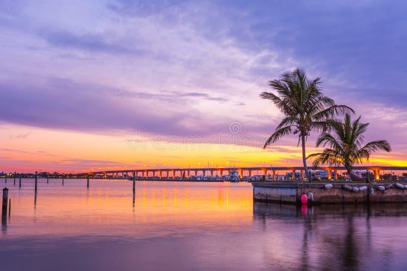 Stuart Floryda mosta zmierzchu niebo obrazy royalty free