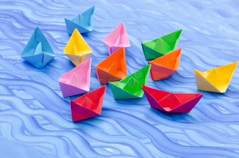 Download Stubarwne Papierowe Origami łodzie Ilustracji - Ilustracja złożonej z żeglowanie, rejs: 57655056