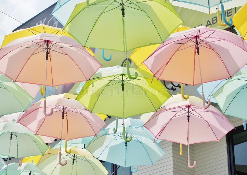 Stubarwni parasole w pastelu stylu zdjęcie stock