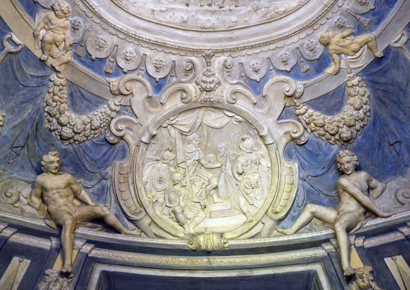 Stucco en el techo del atrio, Palazzo Podesta o Nicolosio Lomelino en el 7 Via Garibaldi en Génova, Italia fotos de archivo