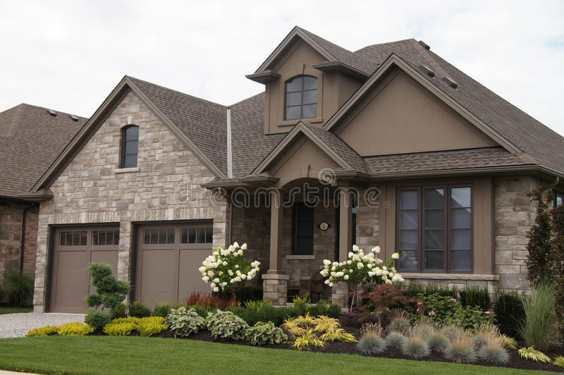 Download Stucco Stone House Pretty Garden Stock Image - Image of luxury, roof: 32996977