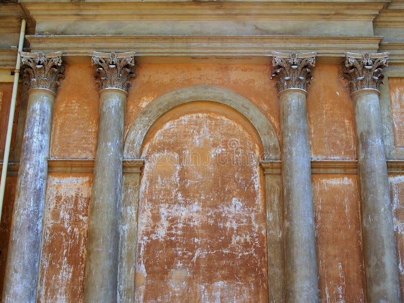 Stuccoesmuur met Decoratieve Pijlers, Italië royalty-vrije stock foto