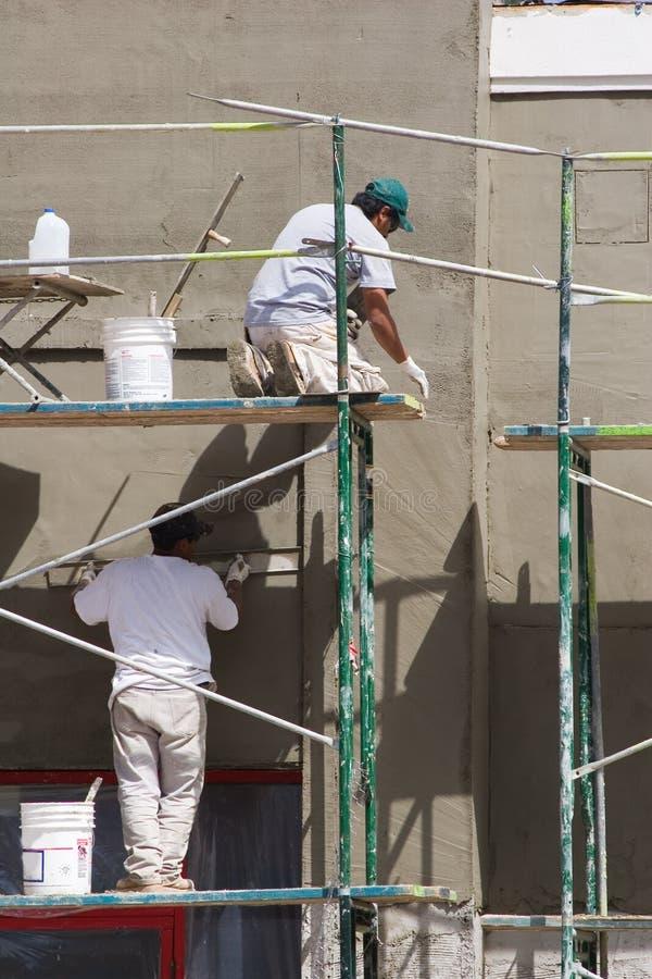 Stuccoing de mur images stock