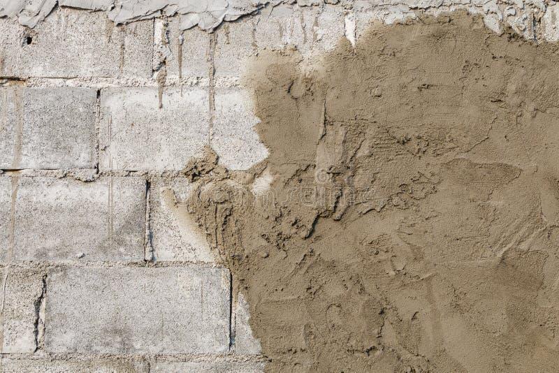 Stuckatörbetong på väggen av huskonstruktion royaltyfria bilder