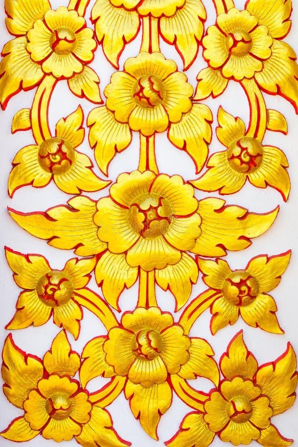 StuckaturThailand guld- blomma royaltyfria foton