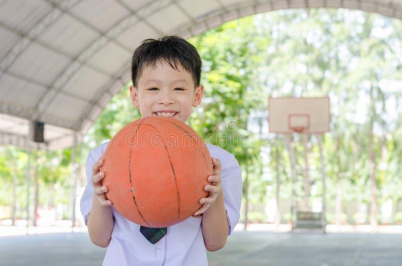 Studencka mienie koszykówka zdjęcie stock