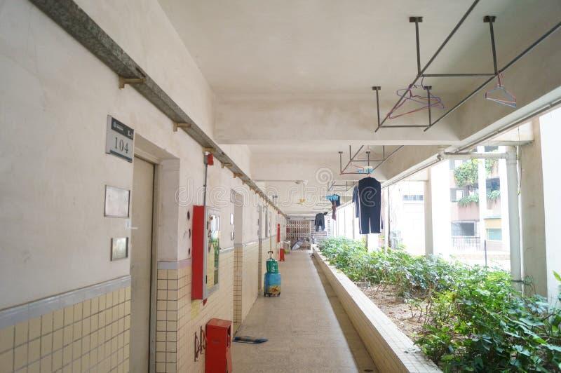 Studencki dormitorium korytarz suszyć odzieżowego fotografia stock