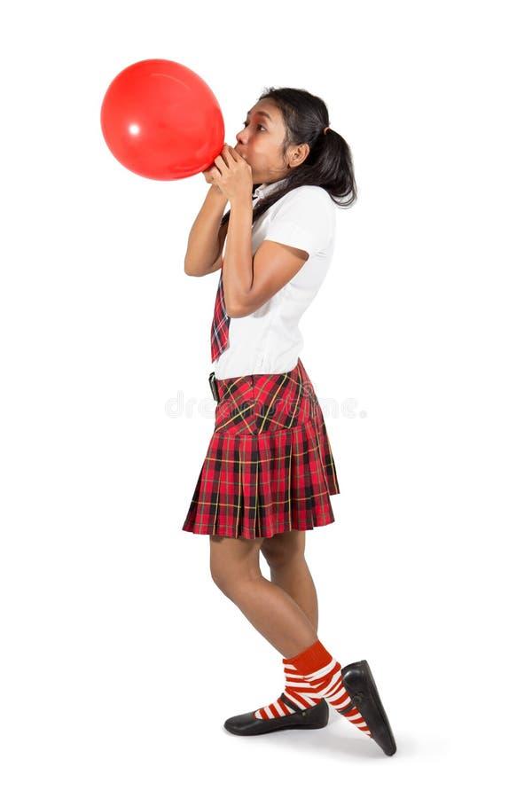 Studencki pompowanie balon obraz stock