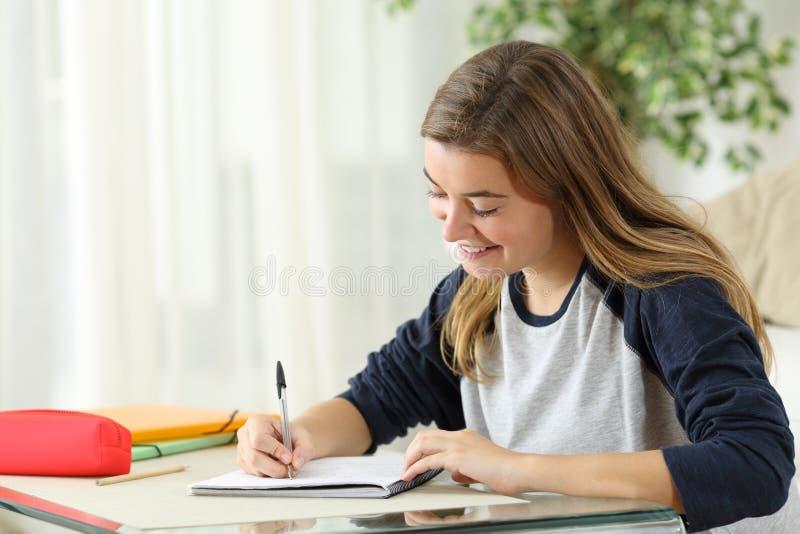 Studenckie uczenie handwriting notatki obrazy royalty free