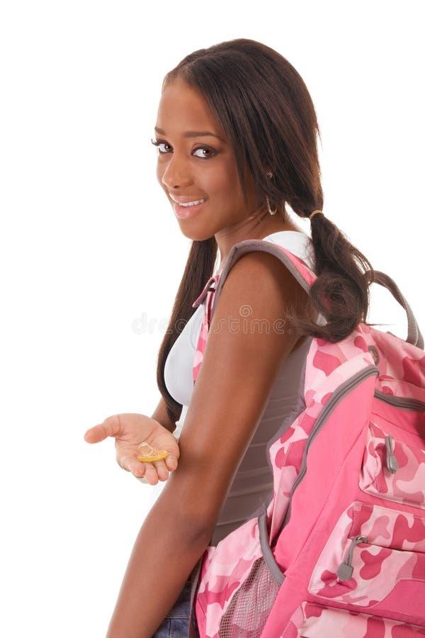 Student Afroamerikanerfrau mit Kondom stockbilder