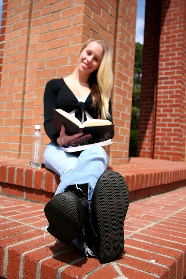 Student bij Universiteit royalty-vrije stock afbeeldingen