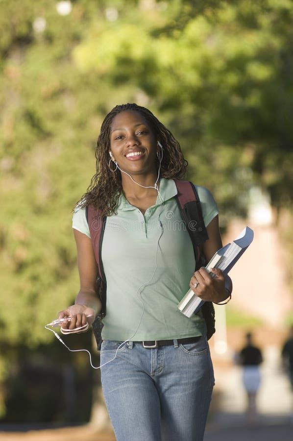 Download Student collegu zdjęcie stock. Obraz złożonej z kobieta - 6834638