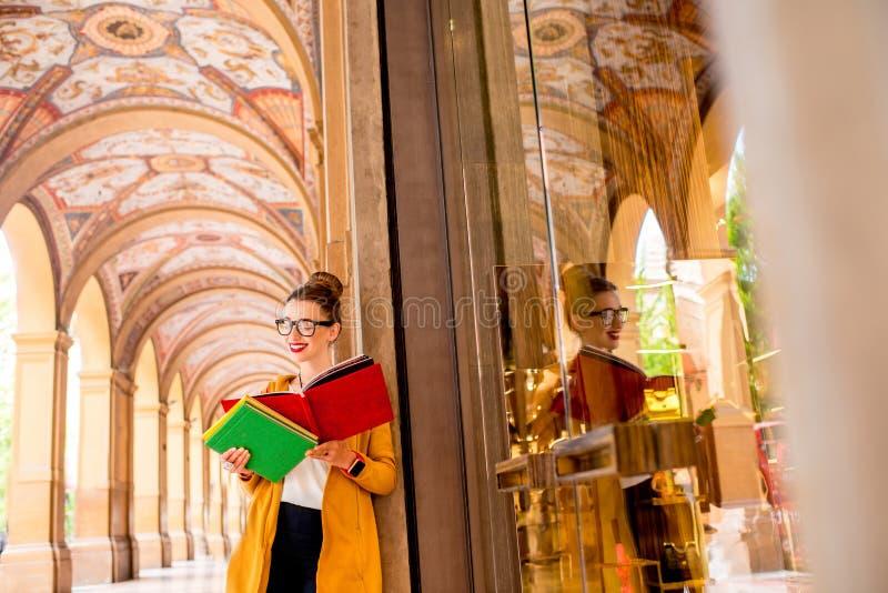Student in de stad van Bologna stock afbeelding