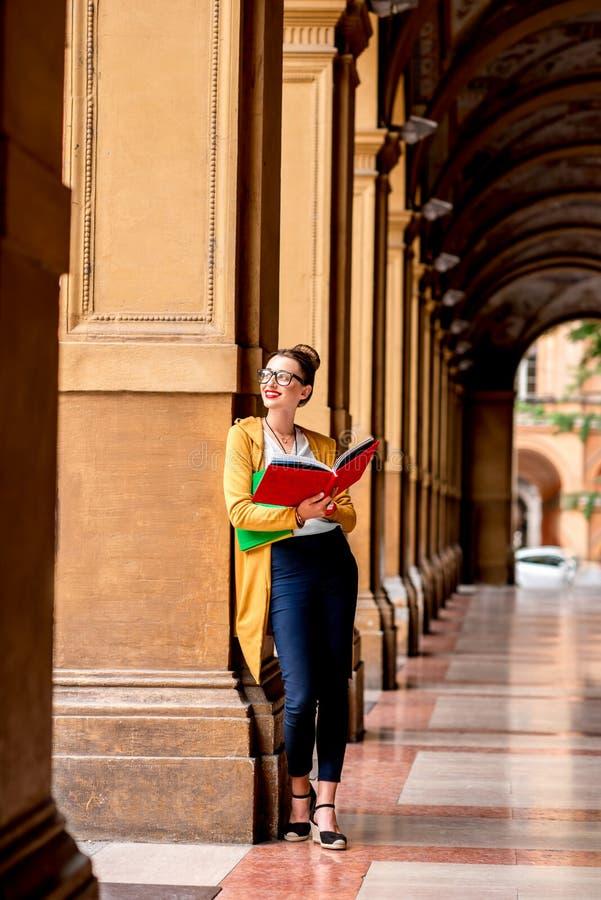 Student in de stad van Bologna stock afbeeldingen