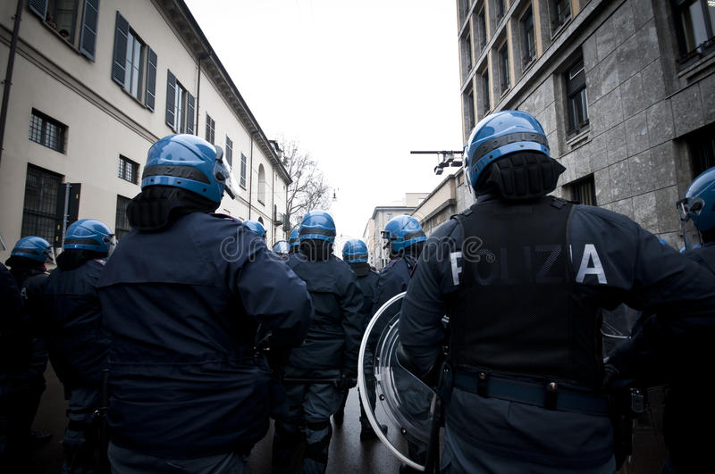 Download Student Demonstration In Milan December 22, 2010 Editorial Photography - Image: 17913682