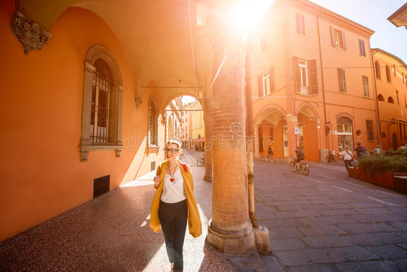 Student die in Bologna lopen royalty-vrije stock afbeeldingen