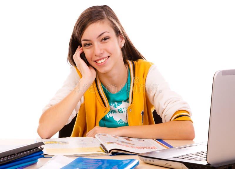 Student die haar celtelefoon met behulp van royalty-vrije stock afbeelding