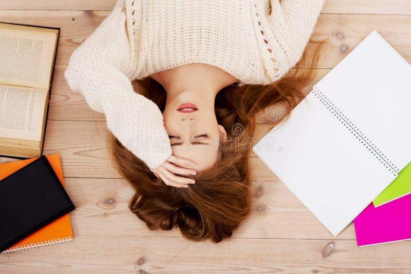 Student die over examens ongerust wordt gemaakt stock foto's