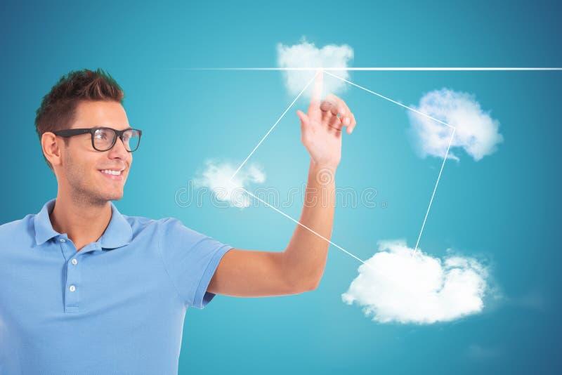 Student die zijn keus maken door wolk gevormde knopen te duwen stock afbeelding