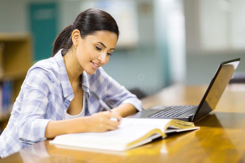 Download Student het bestuderen stock foto. Afbeelding bestaande uit boek - 39108012