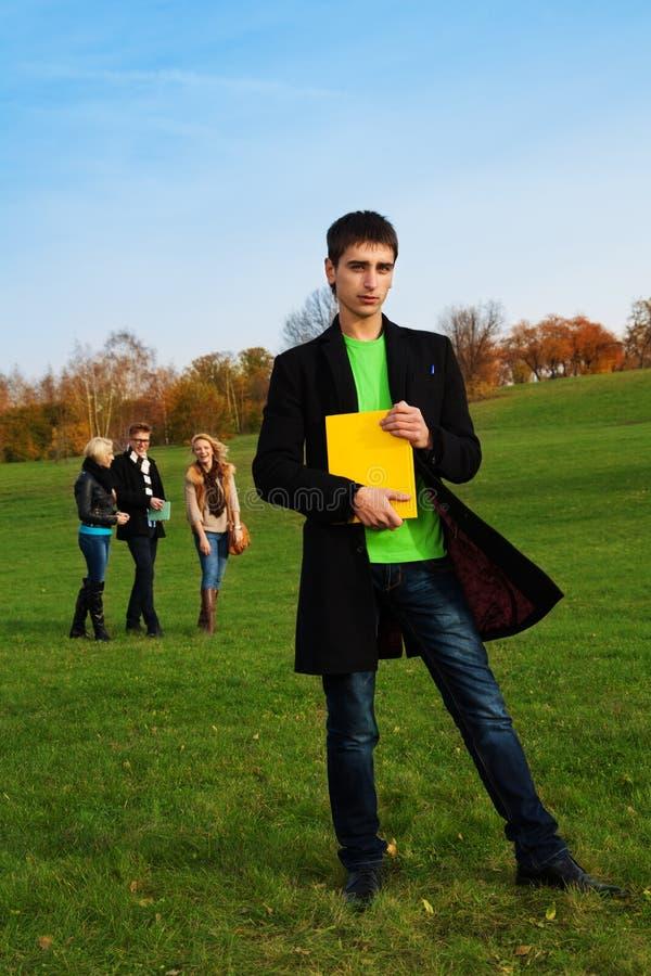 Student in het park stock foto