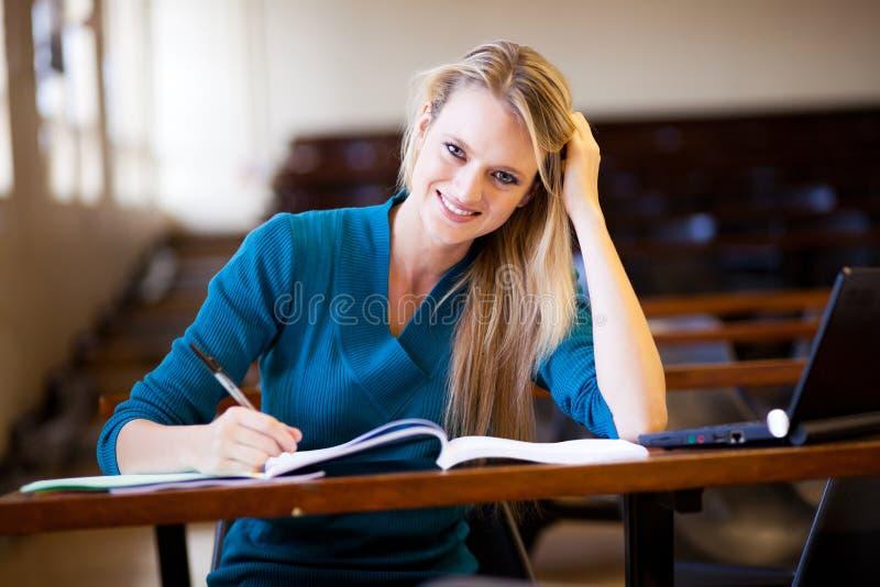 Student in klaslokaal stock afbeeldingen