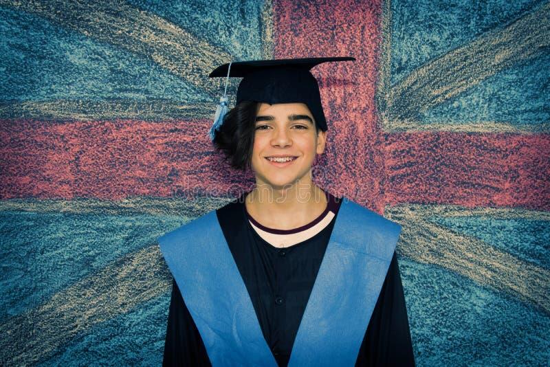 student med avl?ggande av examenlikformign royaltyfri bild