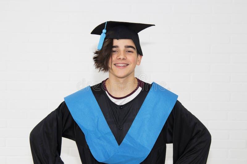 student med avl?ggande av examenlikformign royaltyfria foton