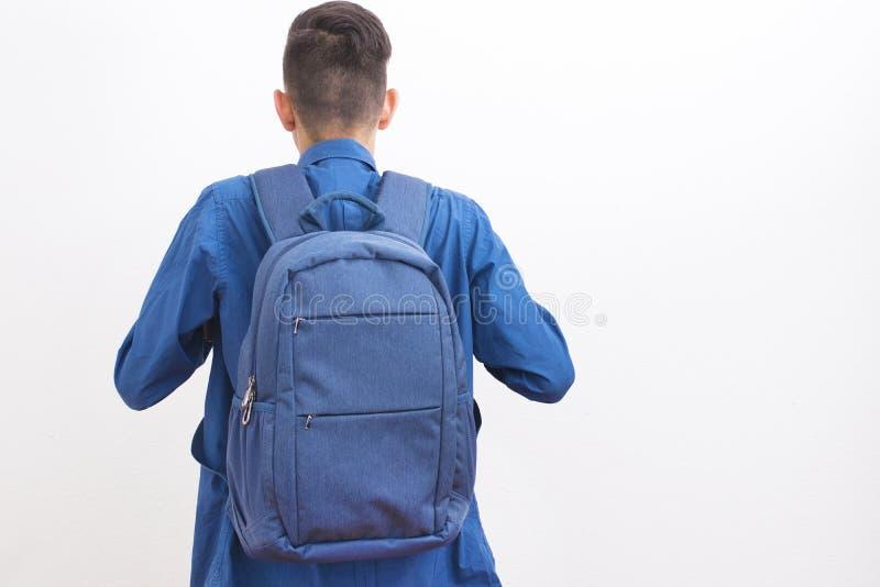 Student med ryggsäcken royaltyfri fotografi