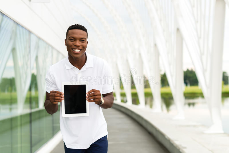 Student met digitale tablet stock afbeelding