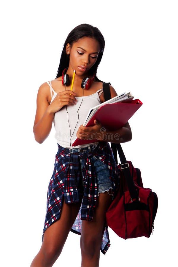 Student mit dem Notizblockmappendenken lizenzfreie stockbilder