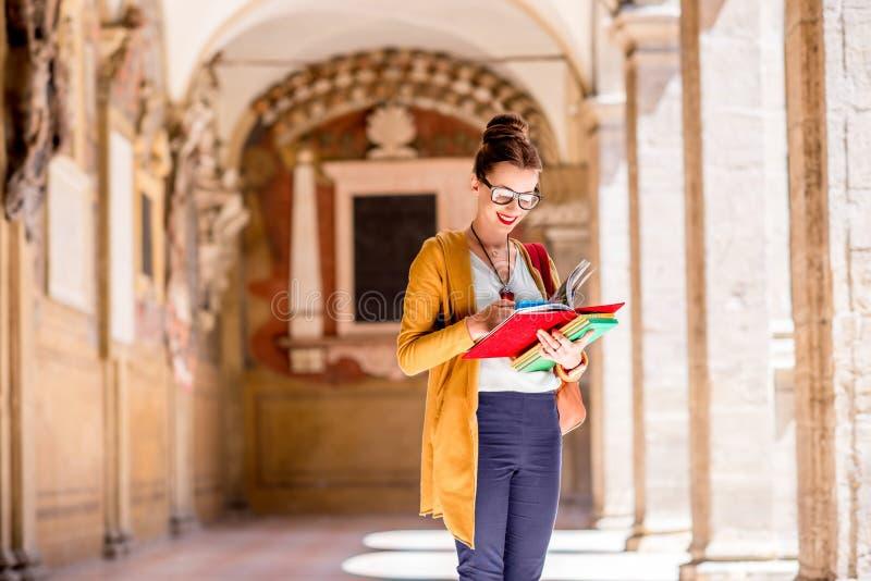 Student op de oudste universiteit in de stad van Bologna royalty-vrije stock afbeelding