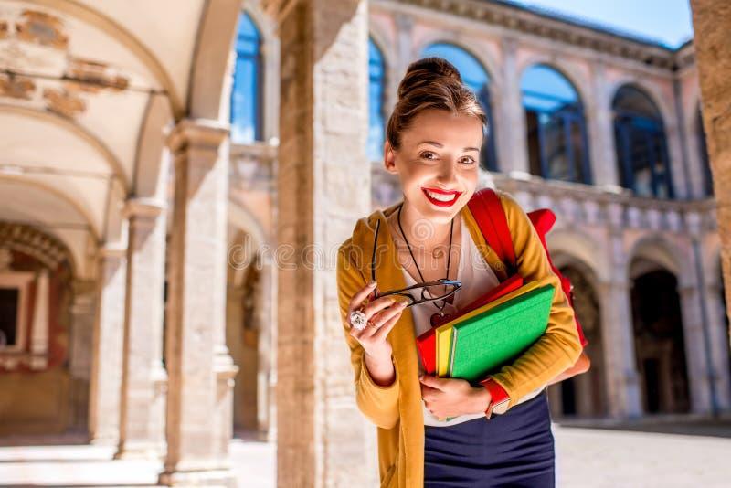 Student op de oudste universiteit in de stad van Bologna stock foto's