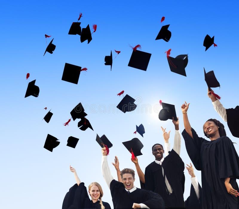 Student Success Learning Concep för berömutbildningsavläggande av examen fotografering för bildbyråer