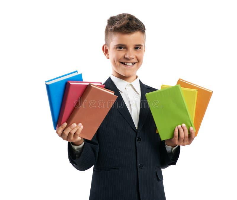 Student zeigt viele Lehrbücher in beiden Händen lizenzfreies stockbild
