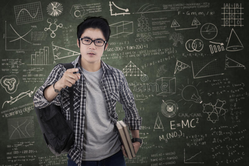 Studente arrogante maschio a classe immagine stock libera da diritti