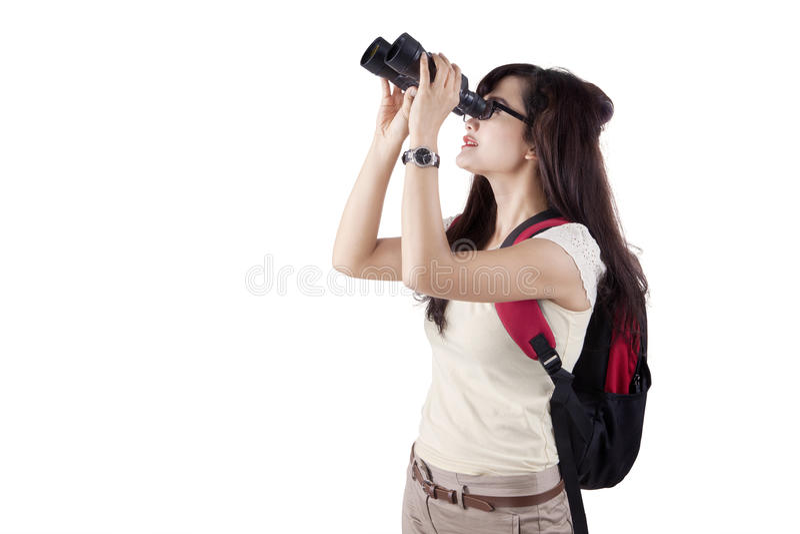 Studente di college che per mezzo del binocolo fotografia stock libera da diritti
